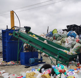 100吨塑料瓶打包机配传送带